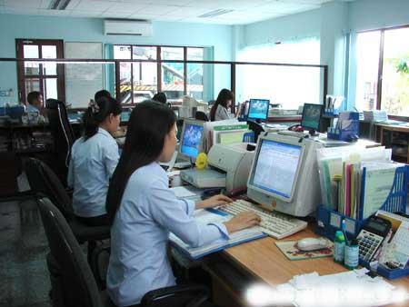 Tuyen 1 nhan vien kinh doanh lam viec tai Ha Noi