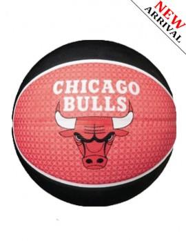 Banh Spalding Bulls