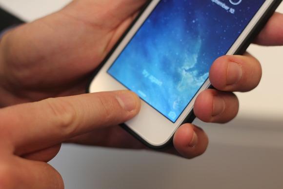 Cam bien van tay cua iPhone 5S Dot pha hay chi la dam me nhat thoi