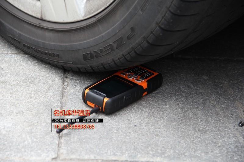 Dien thoai Land Rover L8 chong nuoc