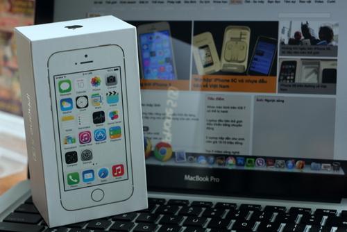 IPhone 5S dau tien ve Viet Nam gia hon 20 trieu dong