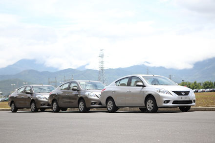 Thue xe Nissan Sunny 4 cho gia re